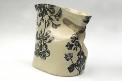 Cruche en grès émaillé avec décor floral
