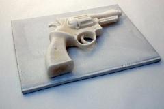 Revolver de savon. Un sur trois exemplaires.
